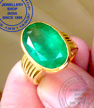 Natural Emerald Gemstone Ring Designs in Gold